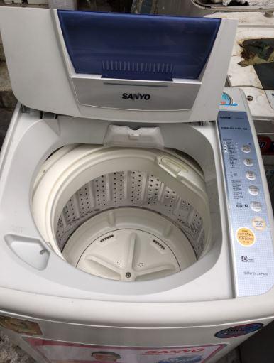 Máy giặt cũ Sanyo (6.8kg) Aw-68S1T mới 90%