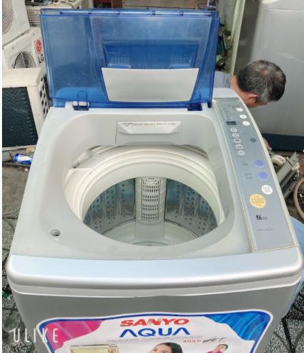 Máy giặt cũ Sanyo 6.8 kg lồng inox không rỉ
